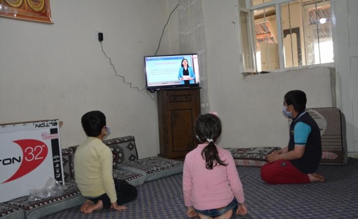 Televizyonları olmadığı için EBA TV'yi izleyemeyen Ağrılı kardeşlere destek