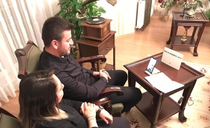 Ürgüp Belediyesinin Sevcan Orhan 'Evde kal' konserini binlerce kişi izledi