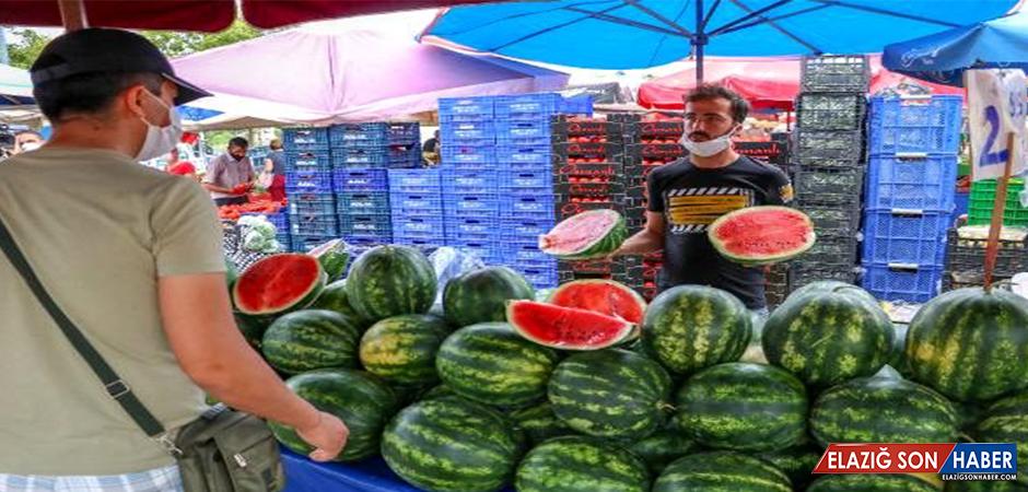 Karpuzun Fiyatı Yüksek Olunca Pazarlarda Dilimle Satılmaya Başlandı