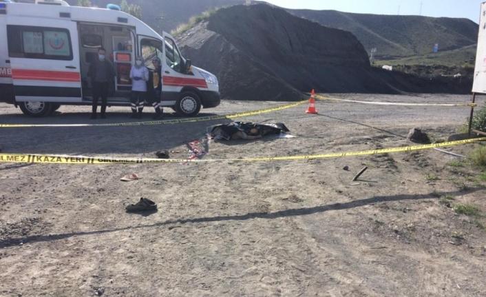 Kars'ta kum ocağında kamyonun çarptığı işçi öldü