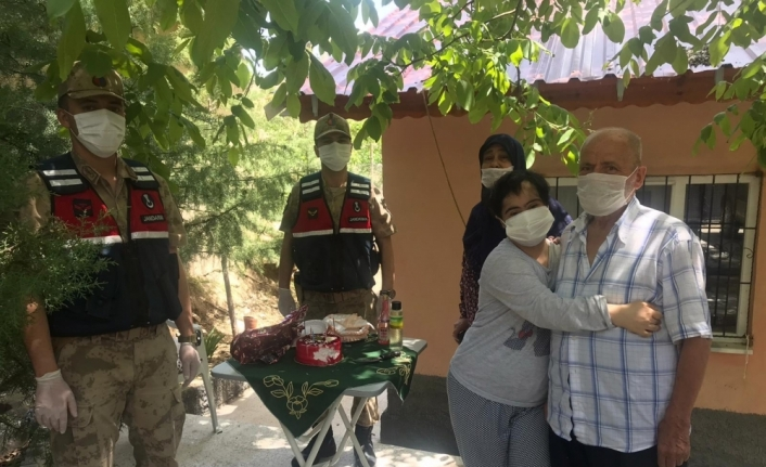 Malatya'da jandarmadan down sendromlu gence sürpriz doğum günü