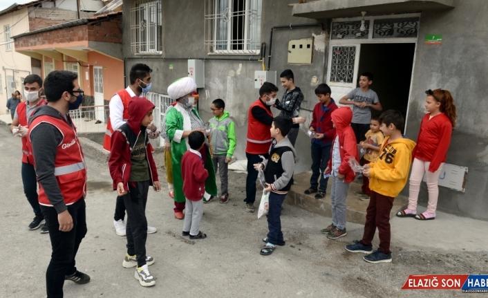 Türk Kızılay, bayramda çocukları
