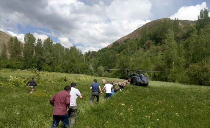 Bitlis'te LGS'de görevli öğretmen ve sınav evrakı jandarma helikopteriyle taşındı