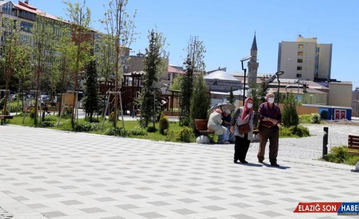 Erzurum'da tarihi mekanlar ve parklarda ziyaretçi yoğunluğu