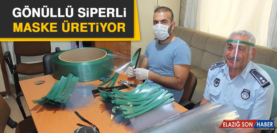 Gönüllü Siperli Maske Üretiyor
