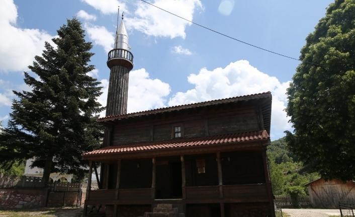 (Özel) Çivi çakılmadan yapılan tarihi cami 136 yıldır ibadete açık