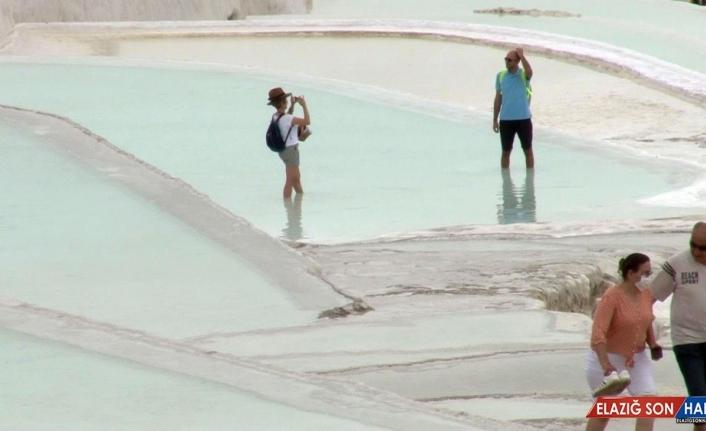 Pamukkale travertenleri yerli turistleri ağırlıyor