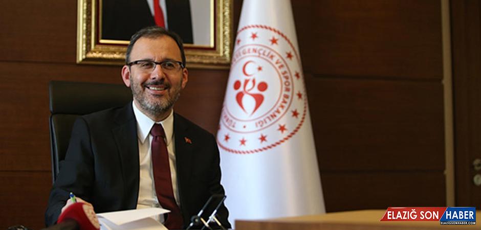 Bakan Kasapoğlu açıkladı: Halı sahalar açılıyor