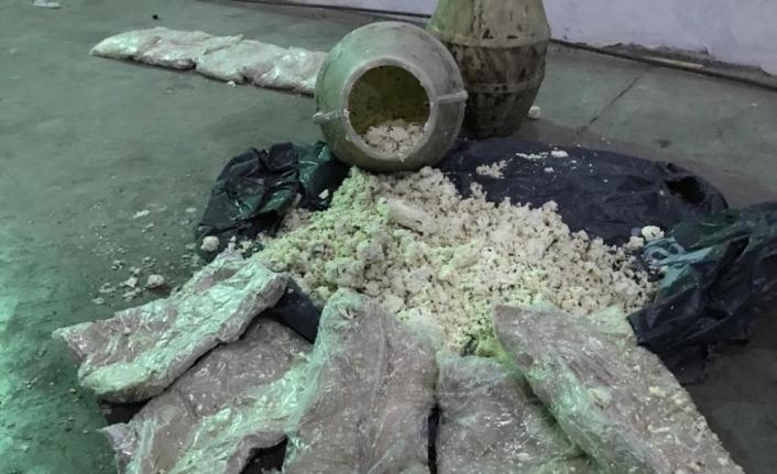 Van'da otlu peynir dolu bidonda 15 kilo eroin bulundu