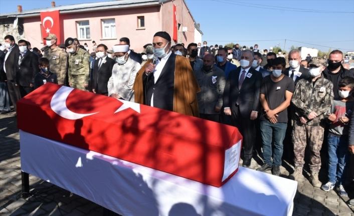 Hatay'da şehit olan sözleşmeli er Volkan Soy'un cenazesi Kars'ta defnedildi