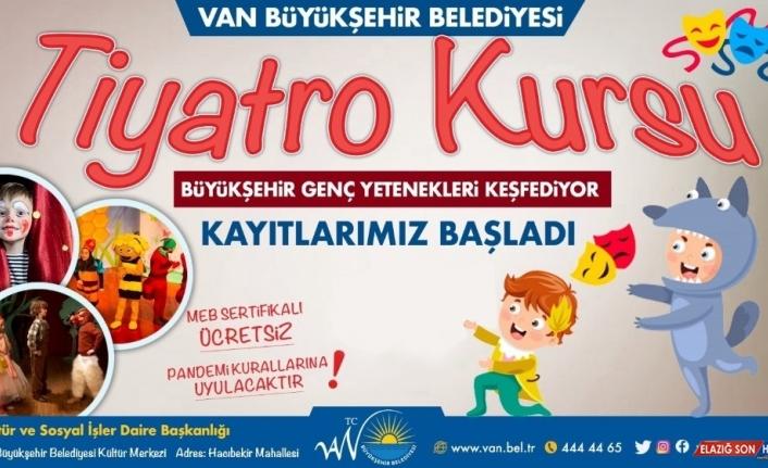 Van Büyükşehir Belediyesinden tiyatro kursu