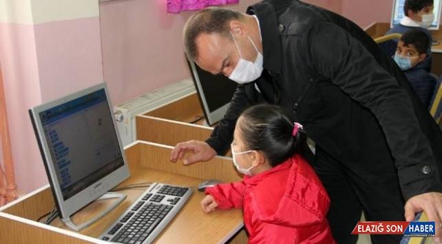 Elektronik atıklar öğrencilere bilgisayar olarak geri döndü