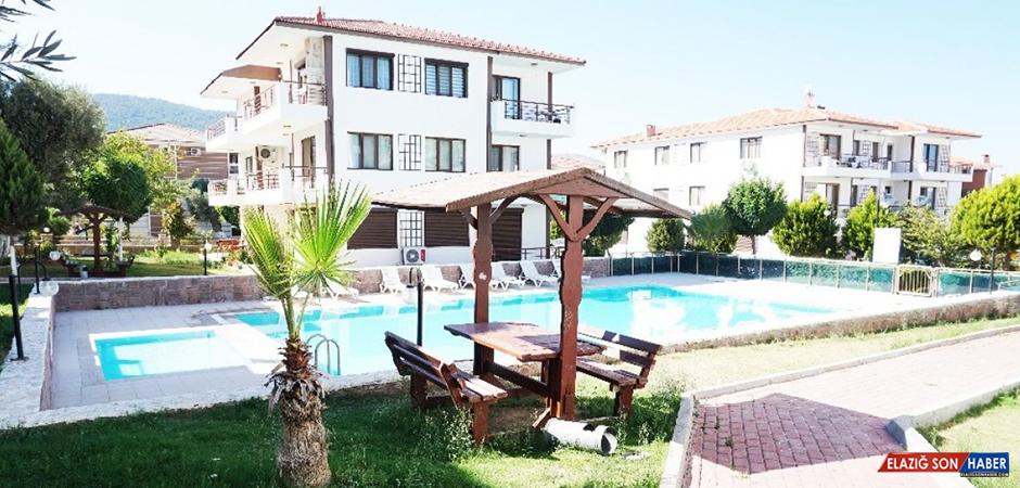 Foça'da Yazlık Fiyatları Yarı Yarıya Arttı
