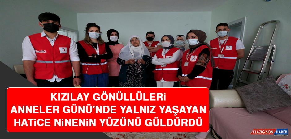 Kızılay Gönüllüleri, Anneler Günü'nde Yalnız Yaşayan Hatice Ninenin Yüzünü Güldürdü