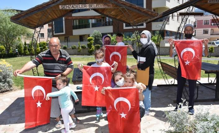 Şehzadeler Belediyesi 19 Mayıs coşkusunu evlere taşıdı