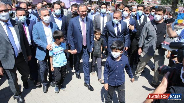 Bakan Kasapoğlu, Diyarbakır'da esnafı ziyaret etti