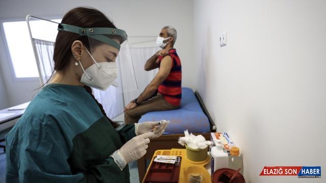 Prof. Dr. Balık: Tam aşılı kişilerin hastaneye gitme oranı yüzde 93 azalıyor