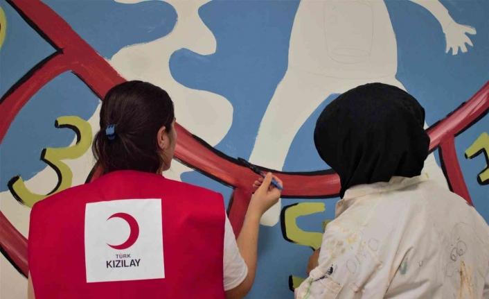 Cizre Kızılay gönüllüleri, ana okul duvarlarını boyadı