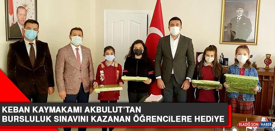 Keban Kaymakamı Akbulut'tan, Bursluluk Sınavını Kazanan Öğrencilere Hediye