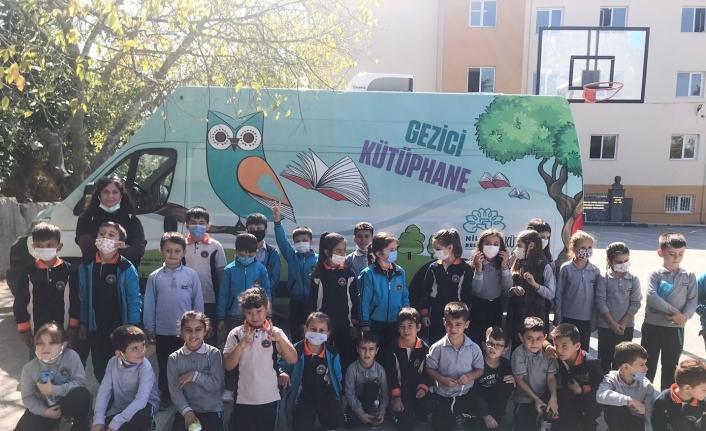 Yazar Bozdemir'den Konaklılı çocuklara sürpriz