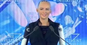 Dünyada İlk Kez Bir Robota Vatandaşlık Verildi