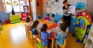 Okuma Yazma Bilmeyen Çocuklar Oyun Oynayarak İngilizce Öğreniyor