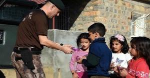 Özel Harekat Polislerinden Çocuklara 'Özel' İlgi