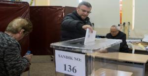KKTC'de Vatandaşlar Erken Gelen seçim İçin Sandık başında
