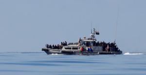 Libya'da Göçmenleri Taşıyan Bot Battı