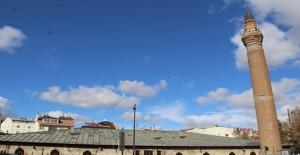 Anadolu'nun Eğri Minareleri Sırrını Koruyor