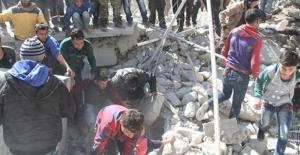 İdlib'e Hava Saldırıları Sürüyor