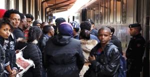 Mülteciler Almanya'da Kalma Yolunu Buldu