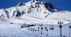 Bu Sezon Erciyes'te 2 Milyon 250 Bin Kişi Kayak Yaptı