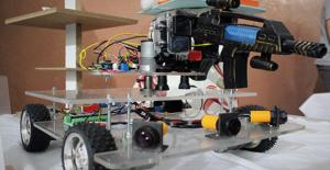 Liseli İğrenciler Savaş Robotu Üretti