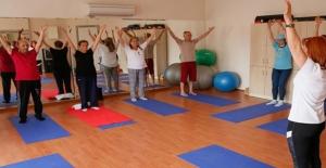 İzmir'de MS Hastalarına Yoga Ve Film Terapisi
