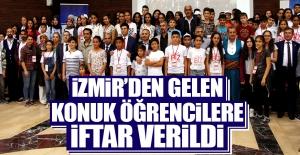 İzmir'den Gelen Konuk Öğrencilere İftar Verildi