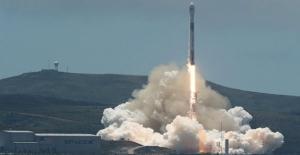 Spacex Uzaya 7 Uydu Fırlattı