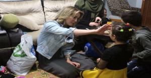 Ünlü Oyuncu Gazme Özçelik Suriyeli Aileyle Birlikte İftar Yaptı