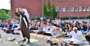 66 Yılın En Sıcak Yazını Yaşayan İsveç'te, Müslümanlar Yağmur Duası Yaptı