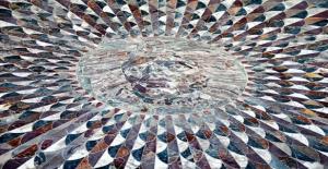 Antik Kenti Süsleyen Mozaik: Medusa