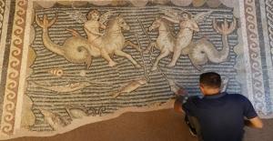 Asırlık Fabrikada Yüzlerce Yıllık Mozaikler Tarihe Işık Tutuyor