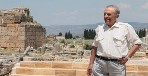 İtalyan Arkeolog 40 Yıl Çalıştığı Hierapolis'e Veda Ediyor