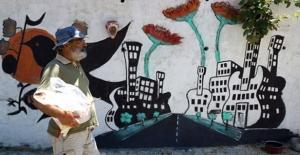 İzmirli Turizmci Gazetede Gördüğü Köye Hayatını Adadı