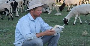 Konya'da Çobanlık Yapan Adem Gökoğlan Okuma Azmiyle Takdir Topluyor