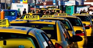 Taksicilerin Dolandırdığı Turistler İsyan Etti: 100 Lira Alıyorlar, 50 Lira Aldık Diyorlar