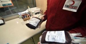 Türk Kızılayı'na 4 Saatte 200 Ünite Kan Bağışı Yapıldı