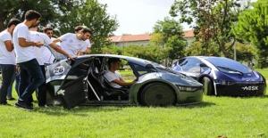 """Üniversite Öğrencileri """"Yerli Ve Milli"""" Otomobil Üretimine Katkı Sağlamak İstiyor"""
