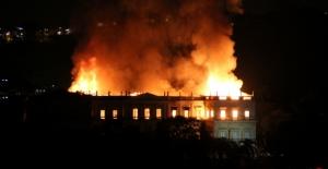 Brezilya'da 200 Yıllık Müzede Yangın