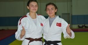Judocu kız kardeşler milli takıma seçilmenin gururunu yaşıyor