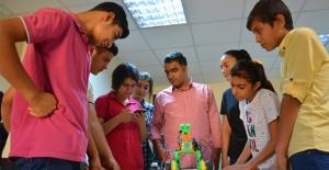 Şanlıurfalı öğrencilerden sesli komutlara cevap verebilen robot